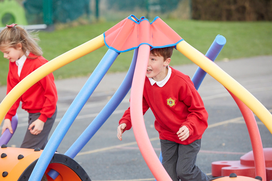snug play expert system - commercial playground equipment - independent play